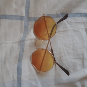 Jättefina glasögon med gult glas! Knappt använda. Kunden står för frakt som vanligt ♥️