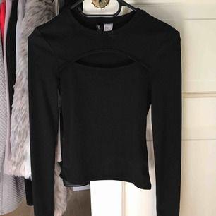 Tajt tröja från H&m 🙏🏼 Frakten ingår i priset ✨