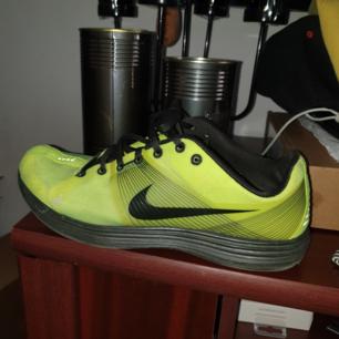 Nike Lunarlon bra skick endast använda inomhus några gånger st 41/42