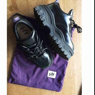 Eytys Angel Black använda en gång, som nya!! nypris 2800kr! frakt 120.