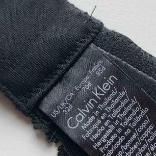 Calvin Klein pushup BH   Knappt använd och säljes p.g.a för liten. Lite liten i storleken, skulle passa C kupan också.   Originalpris 499kr.   Pris kan diskuteras vid snabb affär.   Möter upp och fraktar (frakt tillkommer)