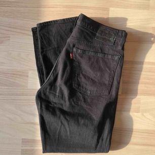 Superfina Wedgies från Levis. Använda enbart några få gånger, säljer då de är lite för korta på mig som är 177 cm.