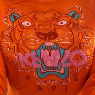 Orange Kenzo tröja i fint skick i Stl S. Ej äkta!  Säljer pga för liten! Kan frakta eller mötas upp