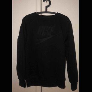 Tröja från Nike, storlek M. Inte mycket använd   Köparen står för frakten!