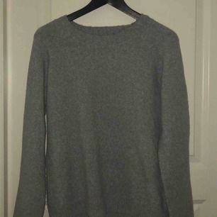 Stickad tröja från Vero Moda. Inte mycket använd alls   Köparen står för frakten!