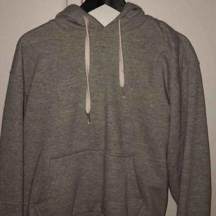 Grå hoodie från Bershka   Köparen står för frakten!
