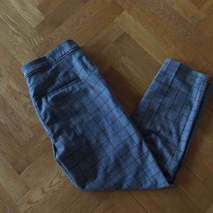 Rutiga kostymbyxor