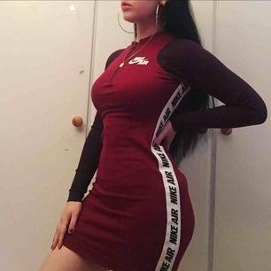 Skit snygg Nike klänning som tyvärr inte Kmr till användning😍😩 pris kan diskuteras vid snabb affär! 💁🏻