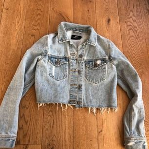 Skitsnygg jeansjacka ifrån DR.denim  st XS
