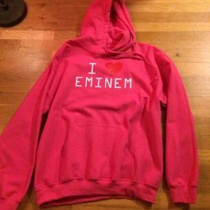 Rosa oanvänd hoodie i storlek M med