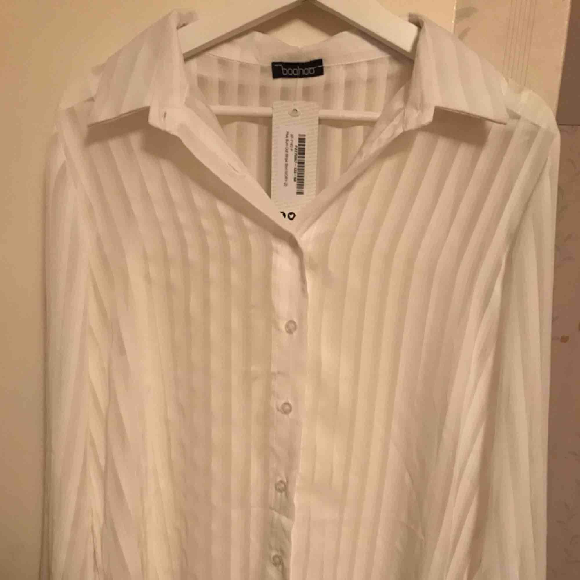 Helt ny skjorta från Boohoo Lapparna är fortfarande kvar. Skjortor.