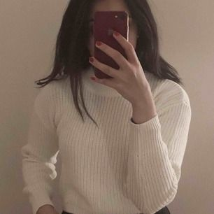 Helt ny oanvänd stickad tröja från Gina tricot, köpt för 250kr förra veckan. Prislappen är kvar. Frakt tillkommer!