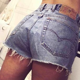 Avklippta jeansshorts från Diesel. Säljes pga för stora för mig! Frakt tillkommer