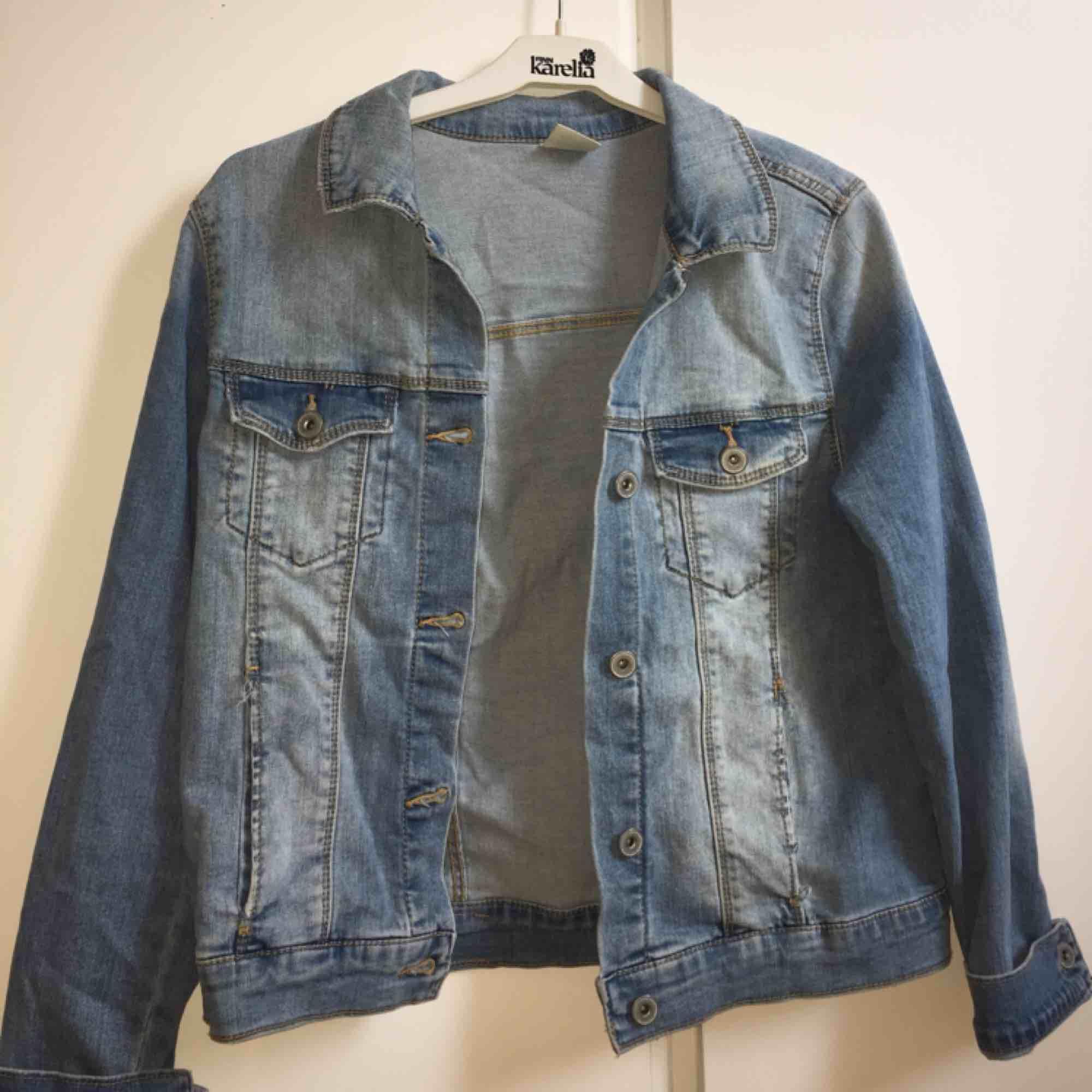 Fin ljusblå jeansjacka! Fraktar. Jackor.