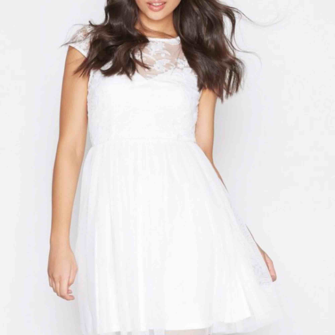 """Slutsåld och oanvänd vit klänning från Nelly i modellen """"Follow me lace dress"""" i storlek 36. Har jättefin spets och öppen rygg. Perfekt till studenten!  Eventuell frakt tillkommer på 36kr. . Klänningar."""