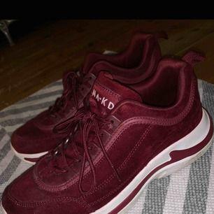 Säljer ett par skor från NA-KD. Fint skick, använda väldigt lite.