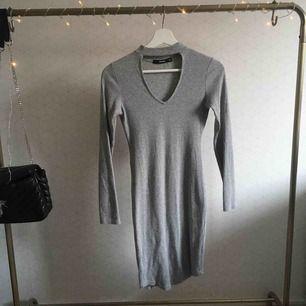 Superfin grå klänning från bikbok i storlek xs Endast använd en gång