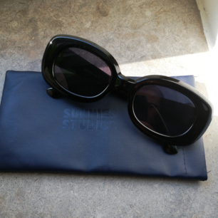 Solglasögon från Sunnies Studios! Möts gärna upp eller står köpare för frakten.