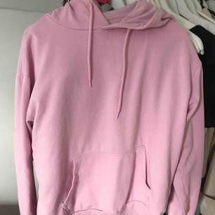 Rosa hoodie i storlek S! Sitter jättebra och är superskön:)