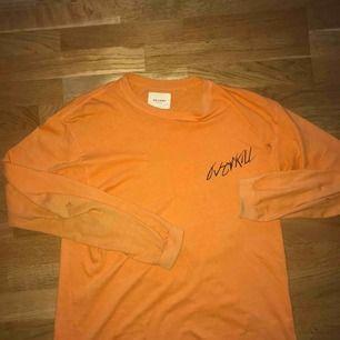 Snygg orange färg, köpt för 400kr på carlings.