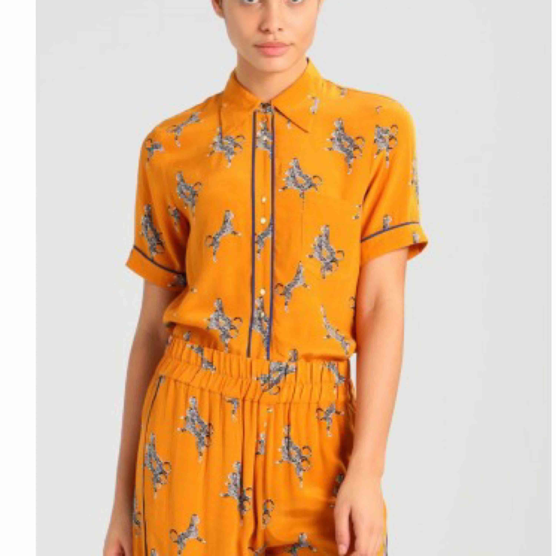 Sjukt snygg blus/skjorta (nypris 1299 kr). Skjortor.