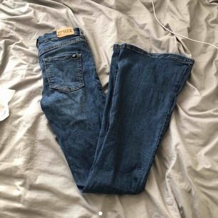Dessa fina bootcut jeans säljer jag, de är en 36 (s) Och de är aldrig använda då de är för långa för mig. (Frakt tillkommer)