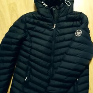 Blå dunjacka storlek XL