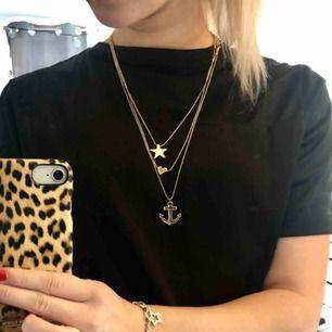 Ett set med 3 stycken guldiga halsband. Köpare står för frakt!😊