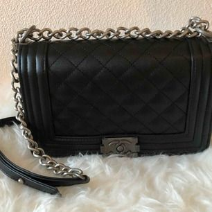 Äkta skin, svart Chanel A kopia väska  500kr