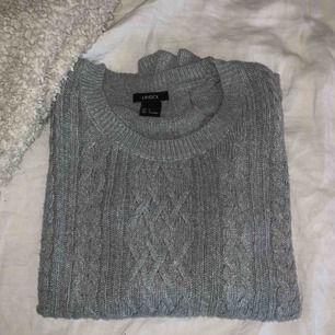 ✨En grå kabel stickad långärmad tröja från Lindex. Använt få tal gånger!✨