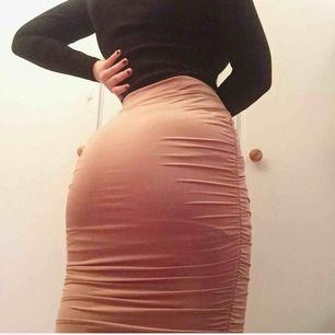 Så snygg kjol från bikbok som tyvärr aldrig blivit använd😩