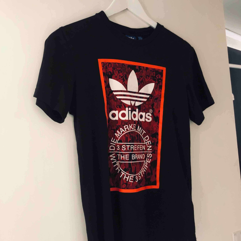 Tisha frön adidas, köparen står för frakt . T-shirts.