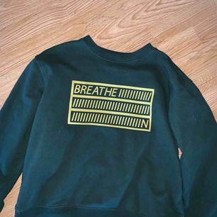 Sweater från monki , nyskick frakt 63 kr