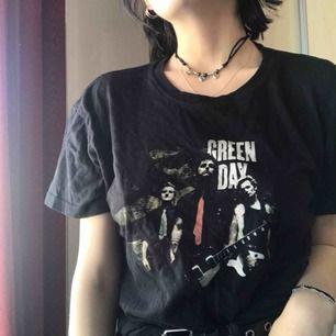 Green Day tshirt. Märkt strl M men mer som en S. Frakt ingår i priset✨