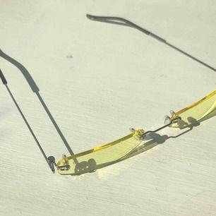 Smala gula solglasögon med UV 400 💛 Skriv gärna vid övriga frågor 💖