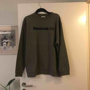 Snygg och bekväm vintage tröja från Reebok, knappt använd