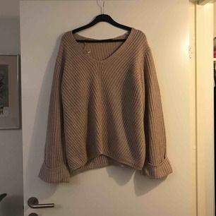 Bekväm och snygg stickad tröja från ginatricot med vida ärmar