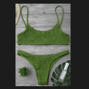 Säljer denna gröna bikini köpt på zaful. Säljer då den är för liten för mig, det är storlek M men skulle säga att den passar storlek S bättre. Använd nån enstaka gång förra sommaren.