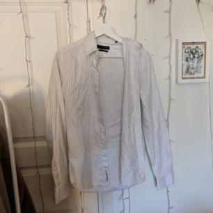 Snygg randig skjorta. Står XS men den sitter som en S! Jag kan mötas upp i Täby eller frakta gratis!