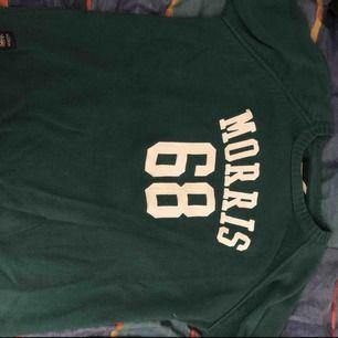 Morris tröja i storlek Large. Nypris 1200kr och jag säljer min för 200kr. Denna tröja är inte använd många månger alls pågrund av fel storlek.
