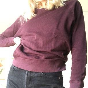 Enkel och snygg tröja från Cubus! Den är skön och i bra skick! Säljs pga den inte kommer till användning. Möts upp i Stockholm💕