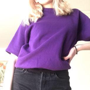 Ascool t-shirt i collegetröj-material! Bra skick och aldrig använd av mig, den är köpt på Beyond Retro så den är vintage och second hand sedan tidigare! Möts upp i Stockholm💕