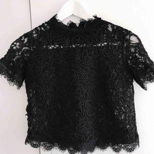 Söker en sånt tröja i svart eller vit!!!!!!!!