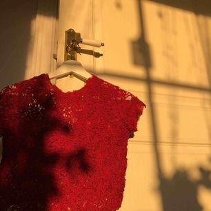 Röd Zara blus i storlek S