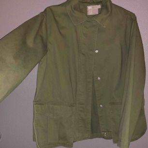 Army grön jacka, aldrig använd