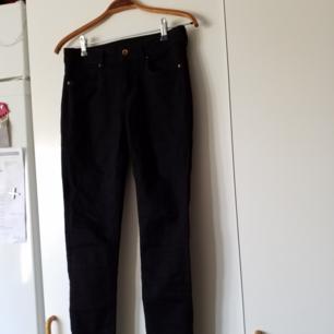 Helt nya svarta byxor från hm