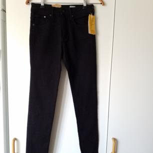 Helt nya jeans från h&m med lapparna kvar