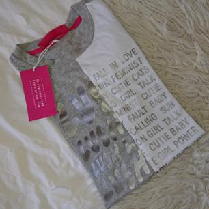 Zara Larsson x HM t-shirt, aldrig använt (lappen kvar) Storklek xs. Frakt 18kr, betalning via swish