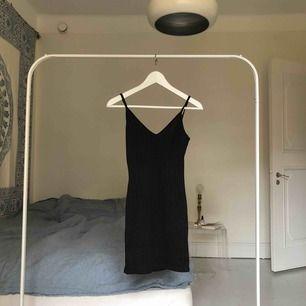 helt ny klänning från prettylittlething, prislappen är kvar. Säljer för jag köpte i fel strl.