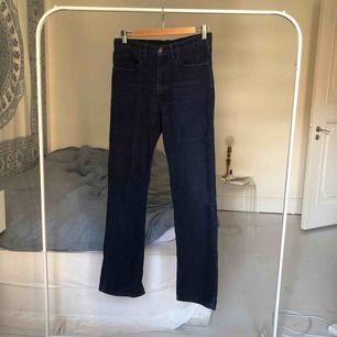 Manchester byxor från Levi's. Köpta från humana, i gott skick. Kan mötas upp på Södermalm i Stockholm eller frakta. Köparen står för frakt :)